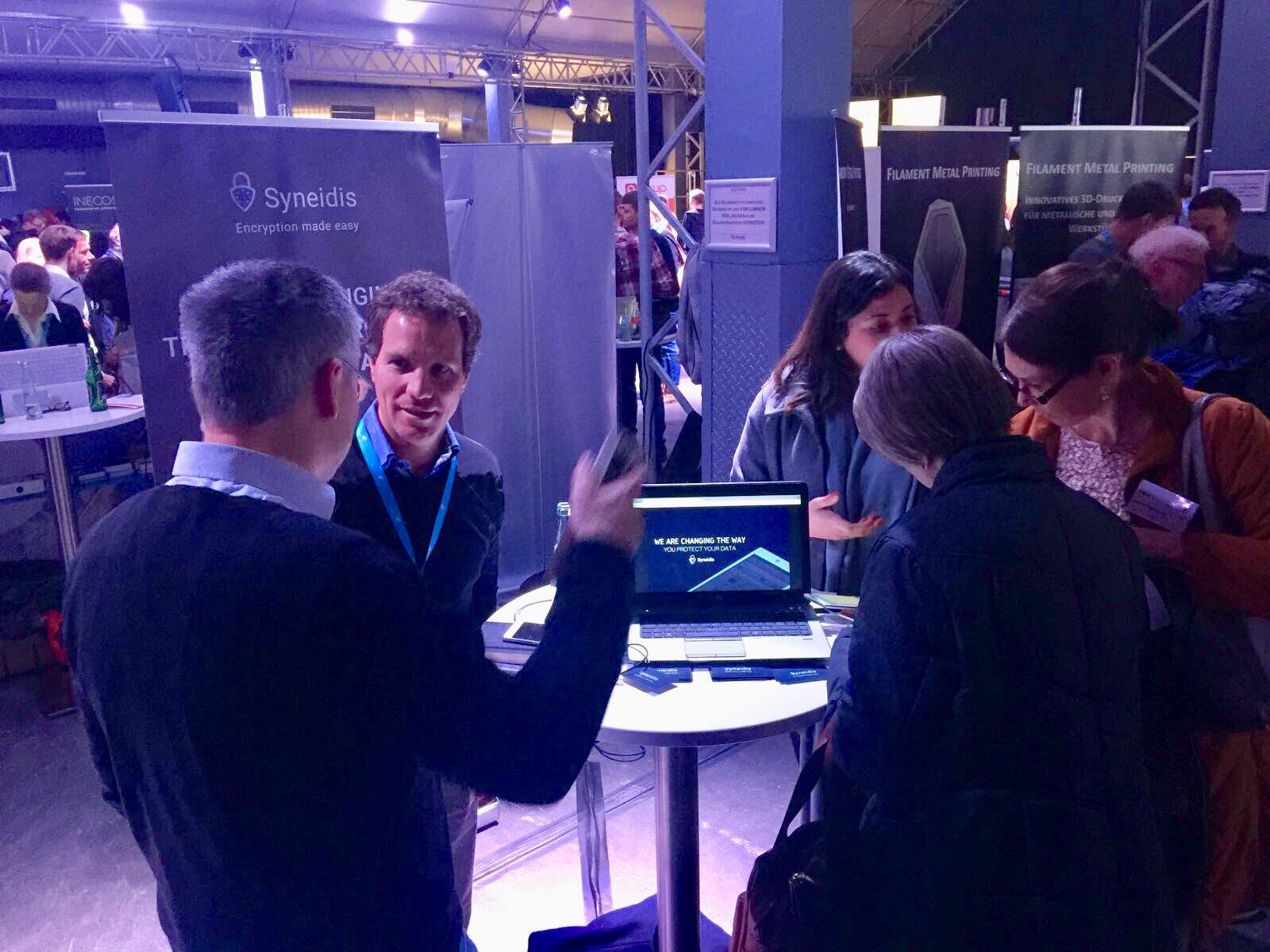 stand Interaction with the participants of the Münchener Startup Demo Night